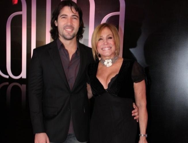 Suzana Vieira e seu namorado, Sandro Pedroso, na festa de lançamento de