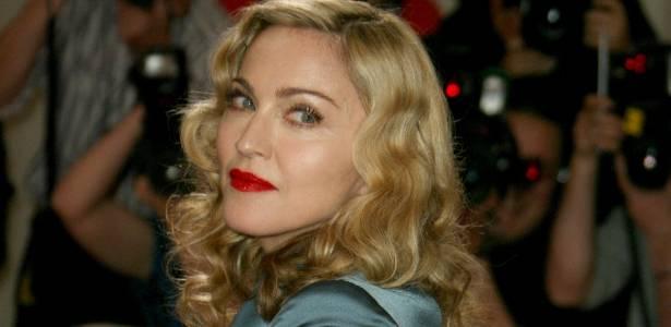 Madonna no tapete vermelho de baile de gala que celebra Alexander McQueen, em Nova York (2/5/2011)