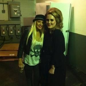 Christina Aguilera postou no Twitter foto com a cantora Adele.