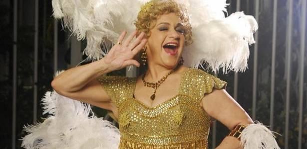 Fafy Siqueira interpreta Dercy Gonçalves