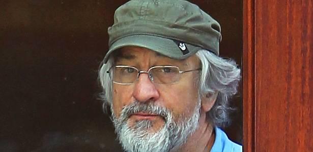 Com visual desleixado, Robert De Niro é visto em hotel de Nova York (22/8/11)