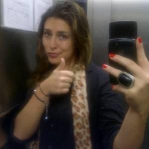 Atriz Fernanda Paes Leme fica presa no elevador e posta foto no Twitter (23/8/11)