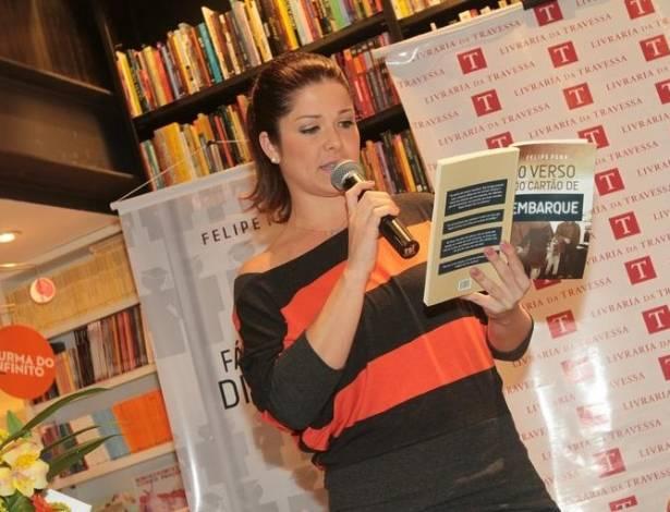 Samara Felippo participa do lançamento do livro