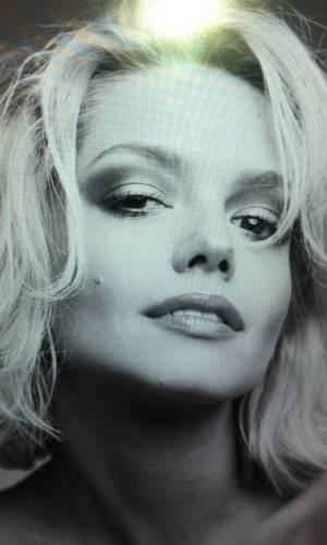 Thaís Fersoza posa como Marilyn Monroe (26/8/11)