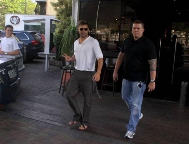 Ricky Martin sai de churrascaria no Rio de Janeiro (27/8/11)