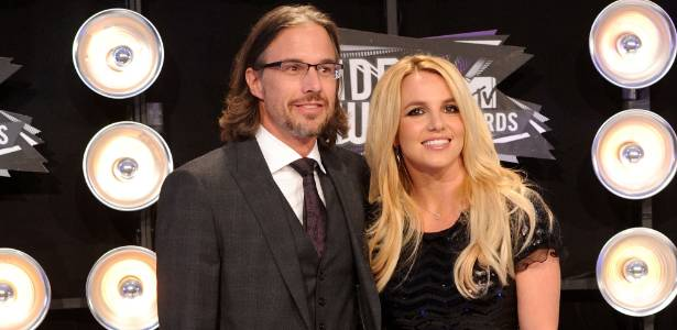 28.ago.2011 - Britney Spears e Jason Trawick posam juntos no Video Music Awards 2011, em Los Angeles