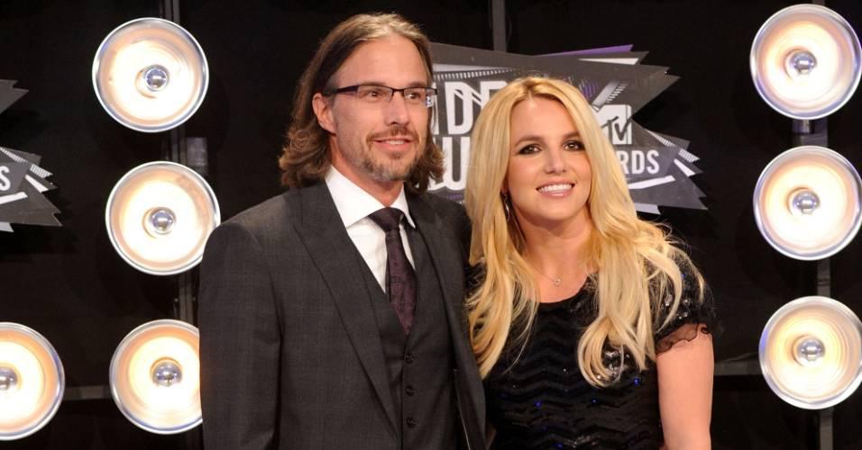 Britney Spears e o namorado Jason Trawick posam juntos antes do início do Video Music Awards 2011, em Los Angeles (28/8/2011)