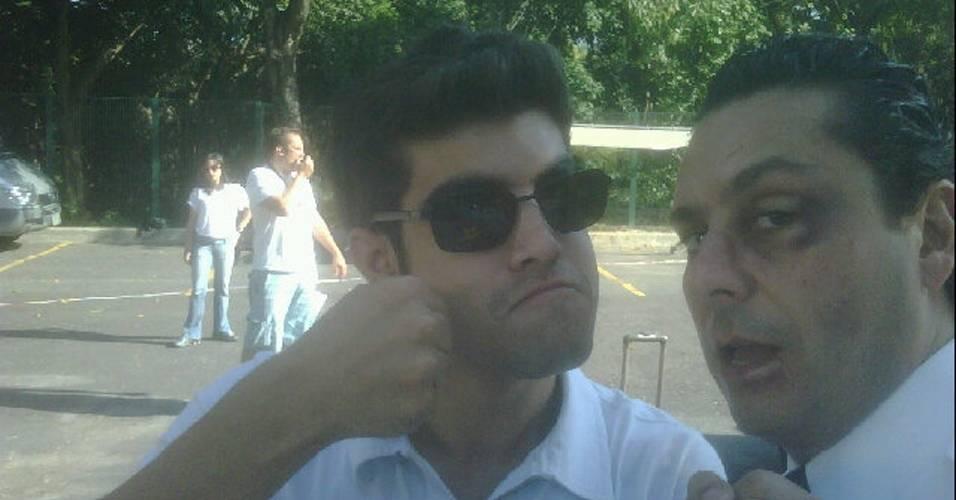Caio Castro publica no Twitter foto com Alexandre Nero, seu colega de elenco em