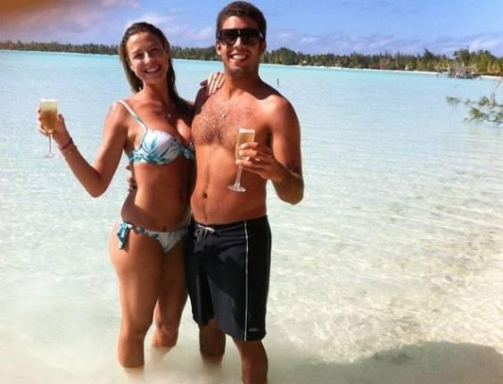 Luana Piovani e Pedro Scooby no Taiti (30/8/11)