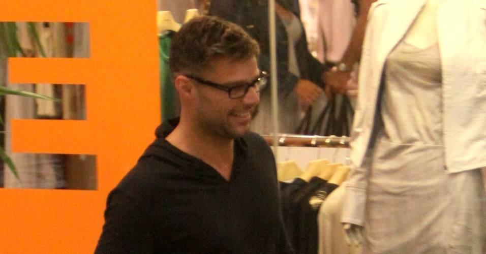 Ricky Martin exibe nova tatuagem na perna (29/8/11)