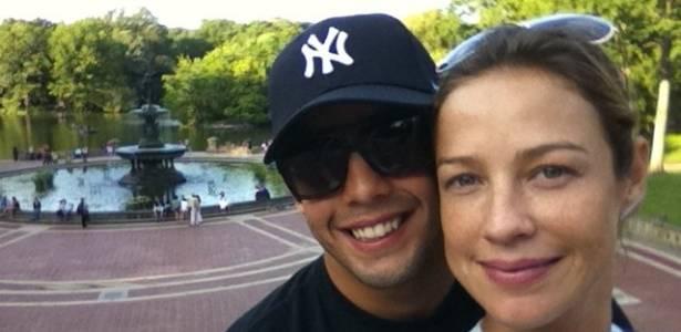Luana Piovani e seu namorado, Pedro Scooby, em Nova York durante viagem de férias (1/9/11)