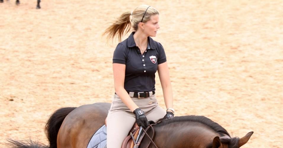 """A milionária Athina Onassis participa da 5ª edição do """"Oi Athina Onassis Horse Show"""" no Jardim Botânico, na zona sul do Rio de Janeiro (2/9/2011)"""