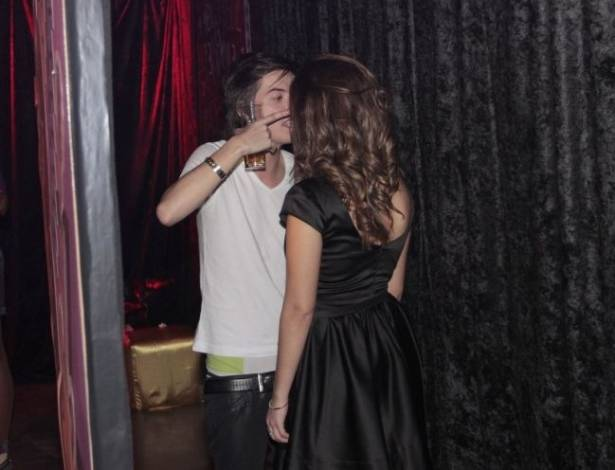 Pe Lanza, o vocalista do Restart, teve uma crise de ciúmes e se desentendeu com sua namorada, a atriz Giovanna Lancelotti, durante a festa do Prêmio Multishow, no Rio de Janeiro (6/7/11)