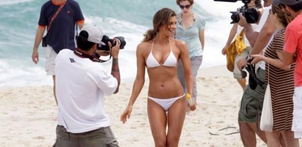 Grazi Massafera grava comercial em praia da Barra da Tijuca (10/9/11)