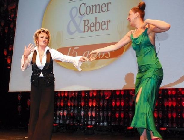 Ana Maria Braga e Claudia Raia são mestres de cerimônia durante premiação em São Paulo (15/9/11)