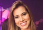 Ex-bbb Adriana chama a atenção ao aparecer de vermelho e preto na noite carioca