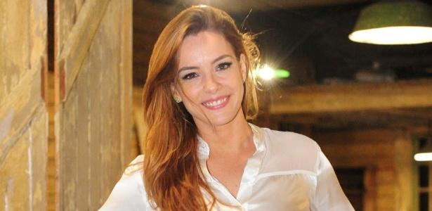 Regiane Alves contracena com Mariana Ximenes em reprise do SBT