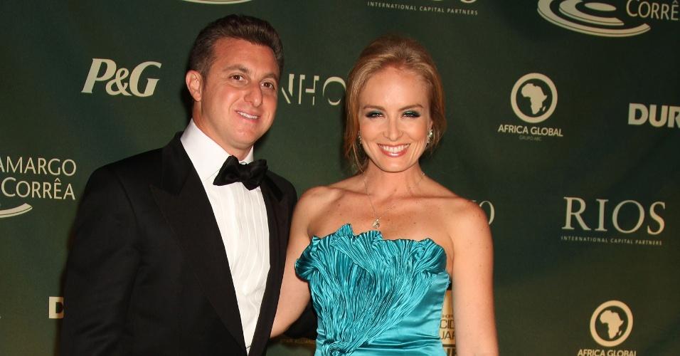 Luciano Huck e Angélica em noite de gala promovida pelo Brazil Foundation, entidade filantrópica que arrecada recursos nos EUA para projetos sociais no Brasil (19/9/2011)