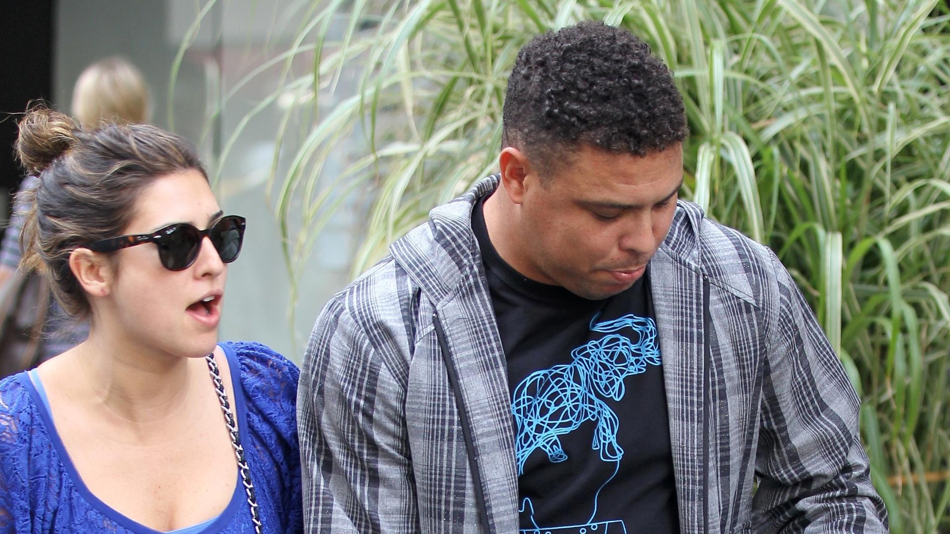 Ronaldo e Fernanda Paes Leme passeiam pelas ruas de Nova York (19/9/11)