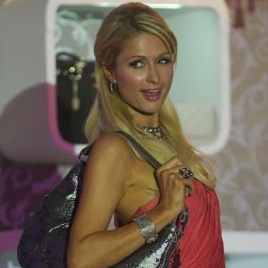 Atriz Paris Hilton apresenta sua coleção de bolsas em Mumbai, na Índia (24/9/11)