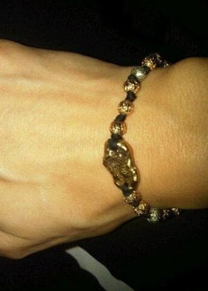Isabeli Fontana mostra joia que ganhou de Rohan Marley em seu Twitter (28/9/11)
