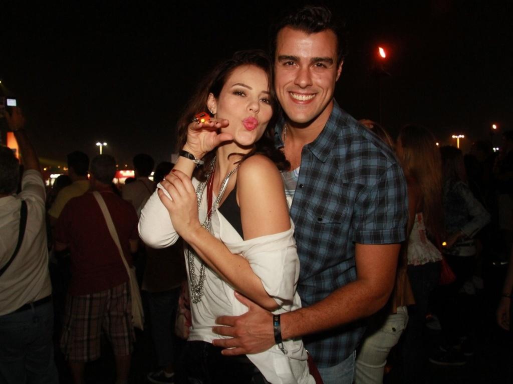 O casal de atores Paola Oliveira e Joaquim Lopes posa para fotos na área VIP do Rock In Rio (30/9/11)