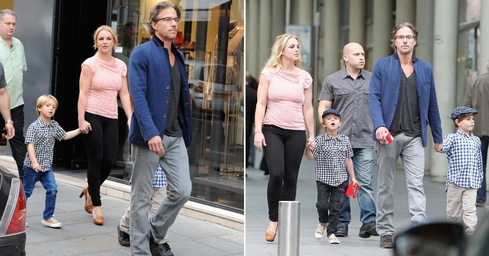 A cantora Britney Spears passeia pela rua Saint Honorè, endereço nobre de Paris, acompanhada do namorado, Jason Trawick, e dos filhos Jayden (com Britney), de cinco anos, e Preston (com Jason), de seis anos (4/10/11)