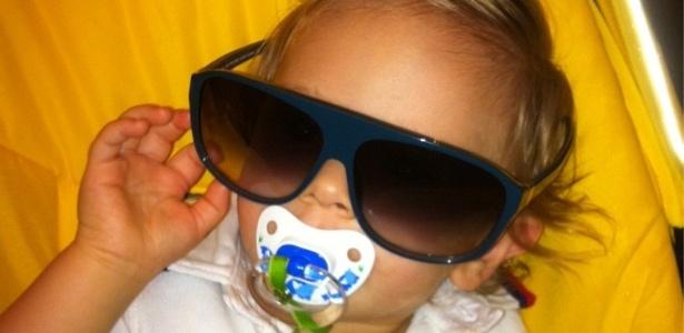No Twitter, Adriane Galisteu posta foto do filho Vittorio (12/10/2011)