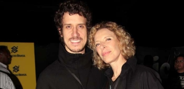Marília Gabriela e o filho Theodoro vão ao show de Eric Clapton em São Paulo (12/10/11)