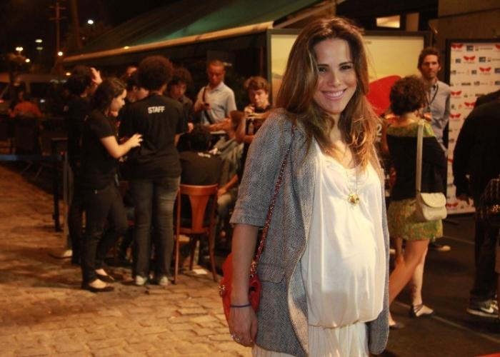 """Wanessa Camargo exibe """"barrigão"""" em evento (12/10/2011)"""