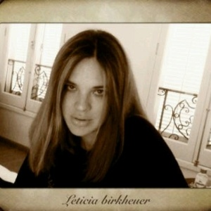 Letícia Birkheuer posta foto no Twitter (17/10/2011)