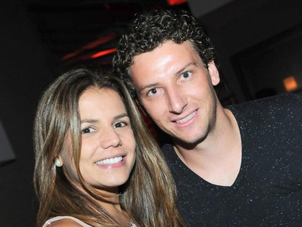 Nívea Stelmann e Elano no aniversário do cantor Thiaguinho na Vila Olímpia, em São Paulo (10/3/11)