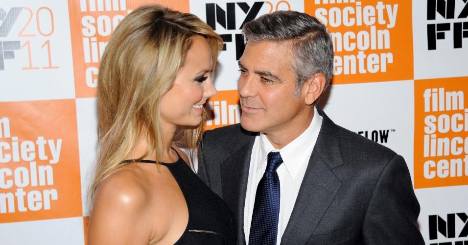 Pela primeira vez, George Clooney leva a namorada Stacy Keibler em festival    (16/10/2011)