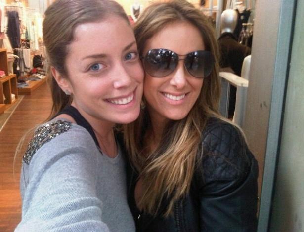 Ticiane Pinheiro publica foto ao lado da enteada, Fabiana Justus (17/10/2011)