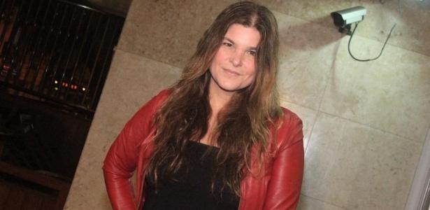 Cristiana Oliveira vai ao aniversário de Fafy Siqueira em um restaurante na zona sul carioca (17/10/2011)