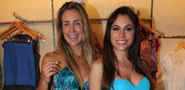 Joana Machado e Maria Melilo posam juntas em evento de loja de roupas (24/10/11)