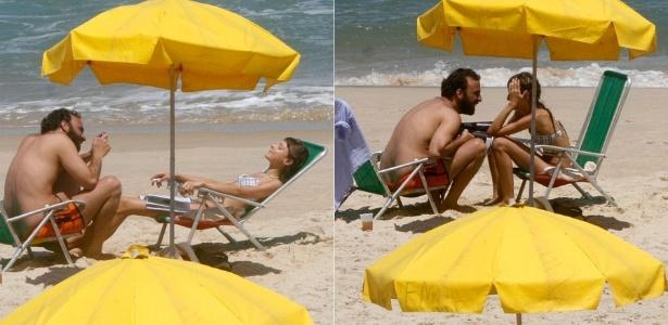 Marcelo Camelo e Mallu Magalhães vão à praia do Leblon, na zona sul carioca (26/10/2011)