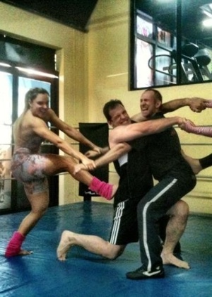 Juju Panicat e Geisy Arruda se preparam para luta livre (27/10/2011)