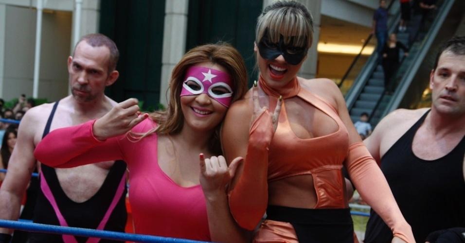 Geisy Arruda e Juju Salimeni se enfrentam em luta em shopping paulista (29/10/2011)
