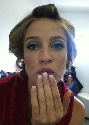 Luana manda beijo para fãs no Twitter (1/11/2011)