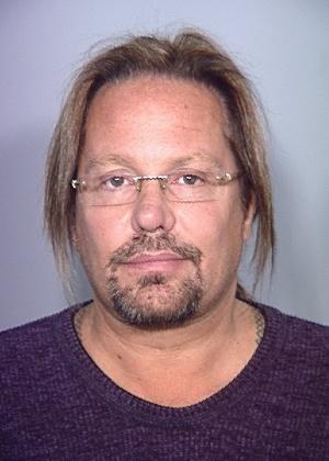Vince Neil em foto criminal por dirigir embriagado (15/02/11)