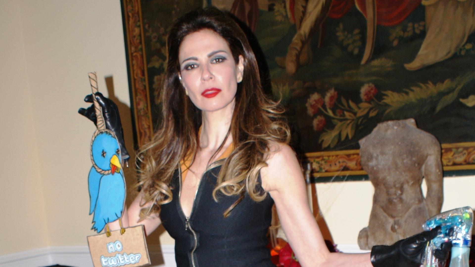 Luciana Gimenez faz 41 anos; veja fotos de sua vida e carreira (3/11/11)