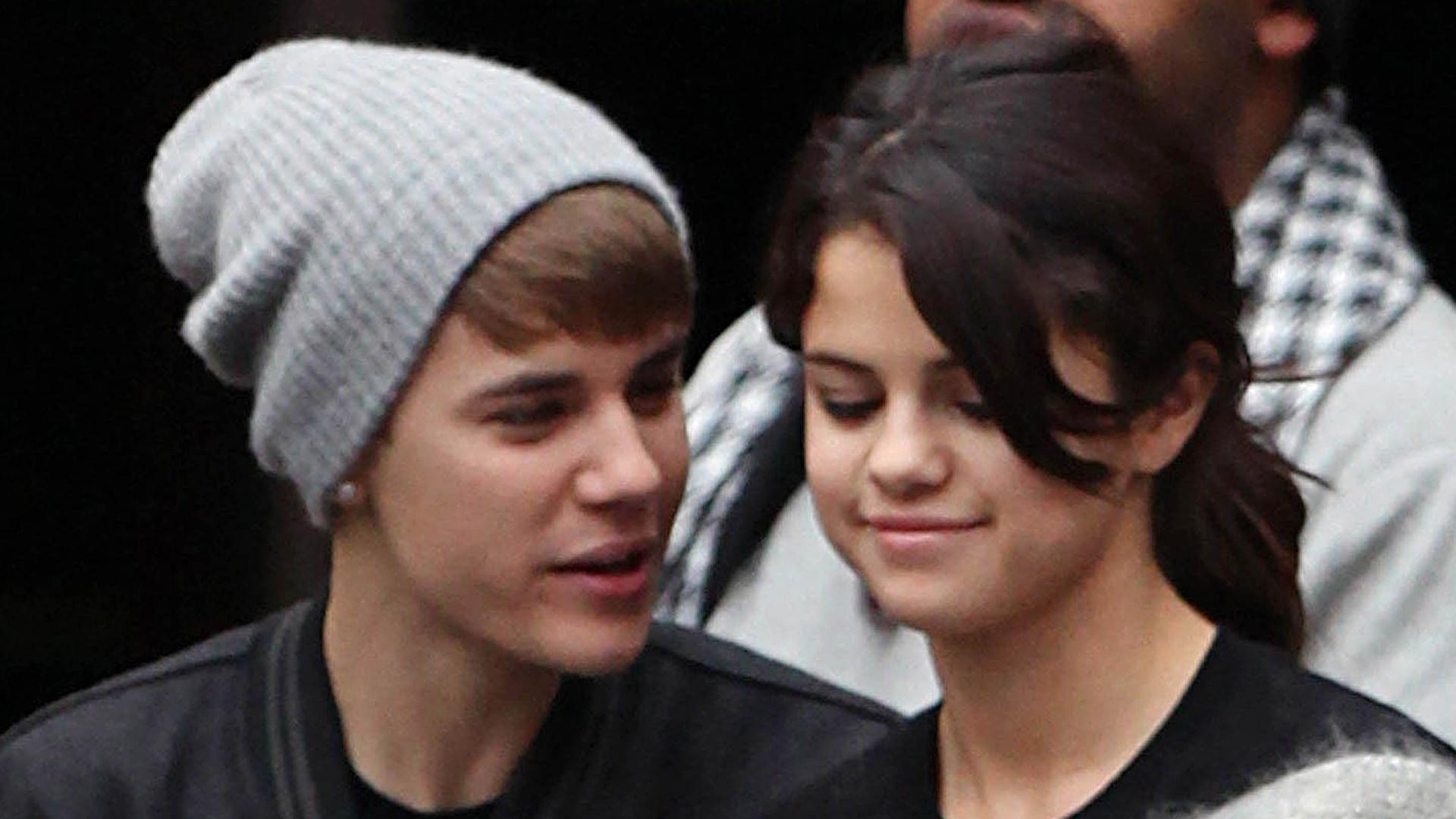 Após apresentações no EMA, Justin Bieber e Selena Gomez vão a estádio de futebol em Londres