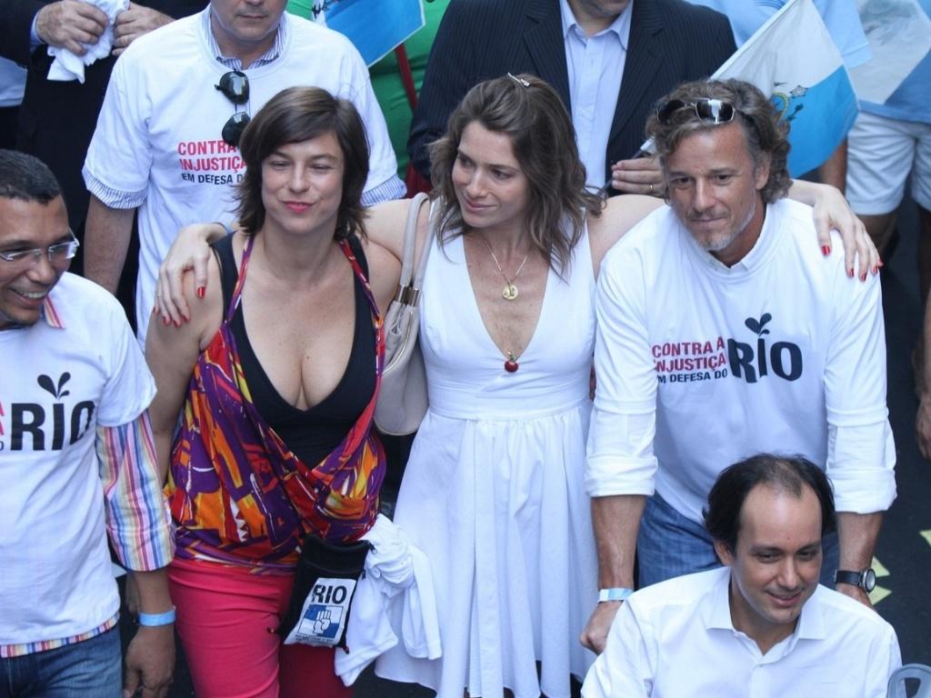 Maria Paula, Letícia Spiller e Marcello Novaes participam de passeata no centro do Rio (10/11/11)