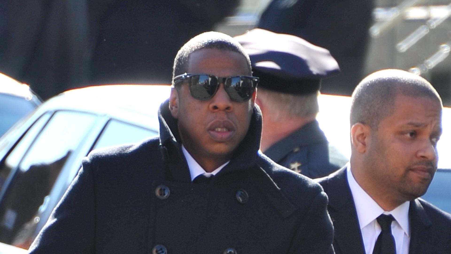 Jay-Z chega ao funeral do rapper Heavy D em Nova York (18/11/11)