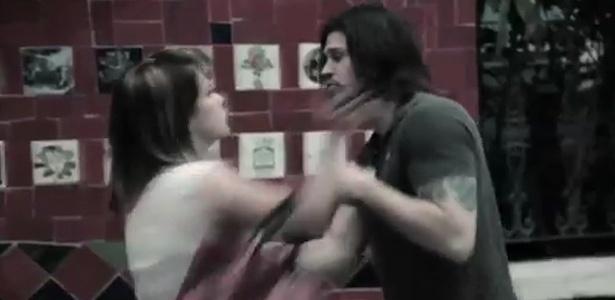 Dado Dolabella apanha em videoclipe da banda OSTABA (novembro/2011)