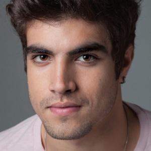 Caio Castro posa para a revista Quem (novembro/2011)