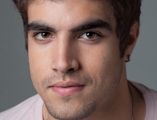 Caio Castro posa para a revista