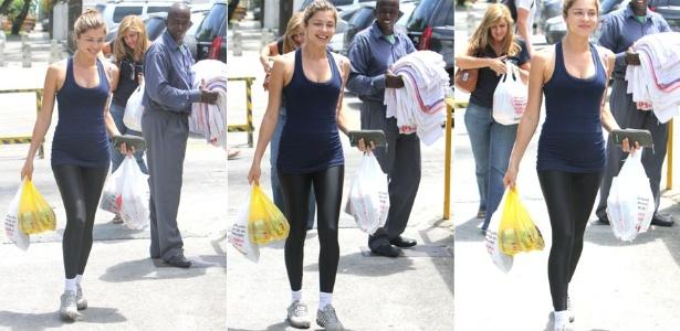 Grazi deixa supermercado no Rio de Janeiro (23/11/2011)