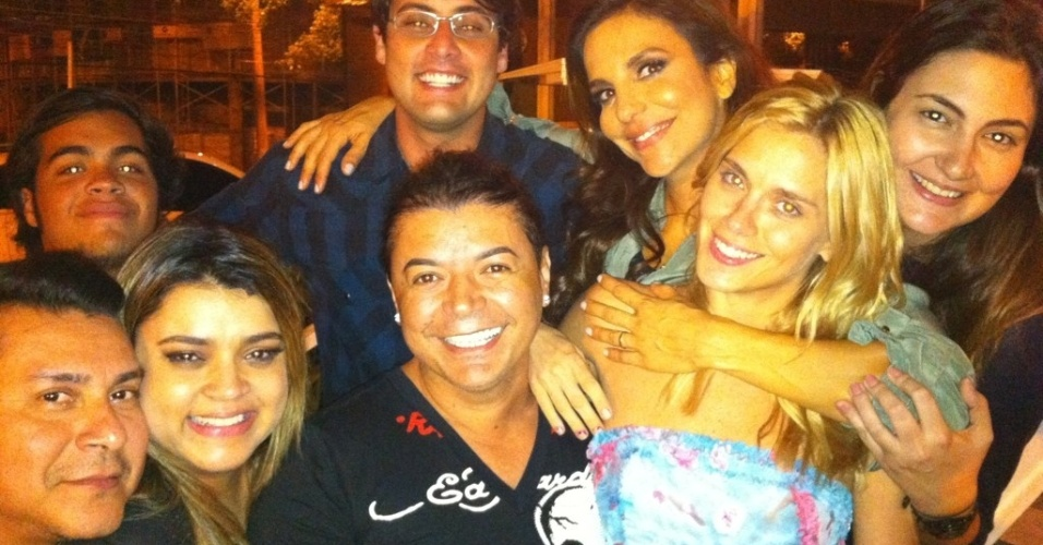 Ivete Sangalo, Bruno de Lucca, Carolina Dieckmann, Preta Gil e David Brazil jantam juntos no Rio de Janeiro (23/11/11)